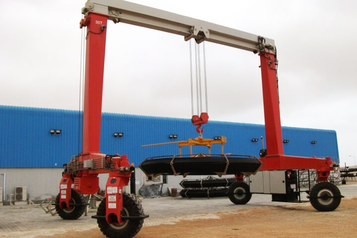 Straddle Carrier 30 Tons